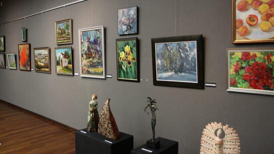Na zdjęciu wystawa poplenerowa Kolbuszowa-Łańcut-Frydman-Nidzica w Galerii ESCEK